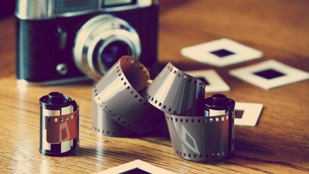 _82377940_camera-and-film