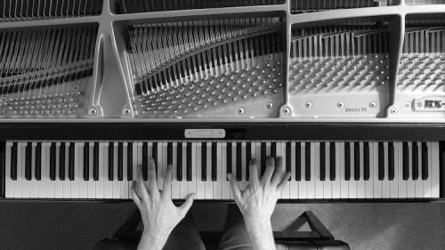 Josh-Cohen-Piano-Cover-Pink-Floyd-Comfortably-Numb